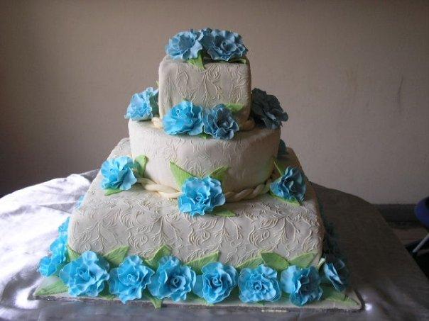 Blue and Ivory Wedding Cake (W016)